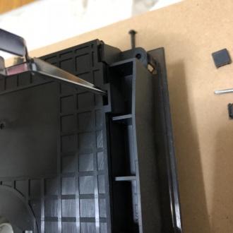 ディスクドライブのカバー外し作業