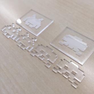 インベーダー刻印と台座 分割状態