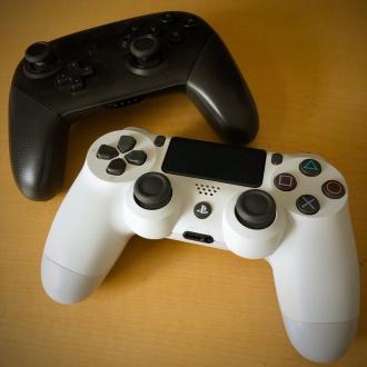 PS4、Switchのコントローラ